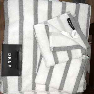 Dkny Bath Towels Poshmark